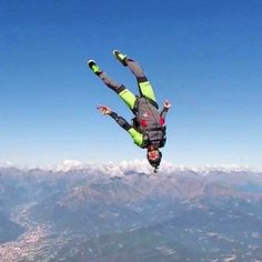 #skydive #blue #sky #gopro #aria #extremesport #enjoyfreedom #fun #freedom #freefly #friends #funjump #freestyle #federicodragone #garzy #headdown #ildrago #instasport #love #pilatus #sun #sport #skydiving #tonfly #turbolenza