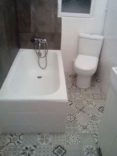 Si quieres renovar el suelo del baño sin hacer obra, las losetas vinílicas son tu mejor opción. En un solo día y gastando menos de cien euros conseguirás...