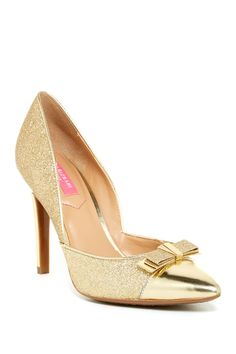 https://www.nordstromrack.com/shop/product/1083076/isaac-mizrahi-lizette-d-orsay-pump?color=GOMFB