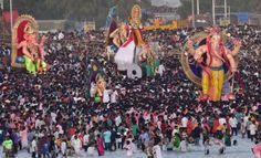 Devotees prepare to immerse idols of the elephant-headed Hindu god Ganesha in the Arabian Sea, marking the end of the 10-day long Ganesh Chaturthi festival at girgaon chowpatty in Mumbai. (Photo:Rajesh Jadhav)