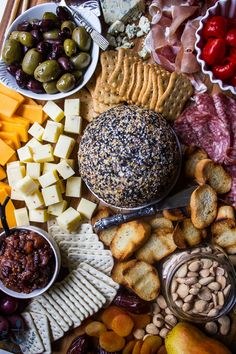 Always a winner with holiday guests, this Epic Holiday Cheese Board with Everything Cheddar Horseradish Cheese Ball is absolutely delectable and totally zesty! Charcuterie And Cheese Board, Cheese Boards, Homemade Bagels, Vegetarian Snacks, Pub Food, Cheese Ball, Fall Recipes, Party Recipes, Appetizer Recipes