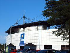 Estádio de beisebol Kitron em Alajärvi, província de Finlândia Ocidental, Finlândia. Fotografia: Santeri Viinamäki. Wikimedia Commons, Ems, Utility Pole, Multi Story Building, Fotografia
