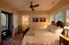 Bedroom Decor Ideas. Cozy Bedroom Decor Ideas. #BedroomDecor #BedroomDesign #CountryInteriors