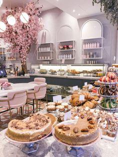 cake shop The Londoner Blooming Lovely Caf Schönheitssalon Design, Cake Shop Design, Coffee Shop Design, Bakery Design, Patisserie Design, Design Styles, Design Ideas, Cake Shop Interior, Bakery Interior