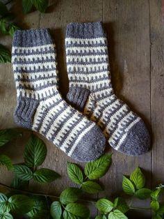 Hand knit mens socks gift socks for men groomsmen wool knitted socks unisex socks handmade best man socks dad warm socks Knitting Charts, Loom Knitting, Knitting Socks, Hand Knitting, Knitting Patterns, Knitting Ideas, Knitting Baby Girl, Diy For Men, Wool Socks