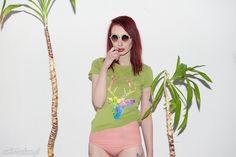 Malowana zielona koszulka Kolorowy Jeleń Wiosenny - krótki rękaw. $23