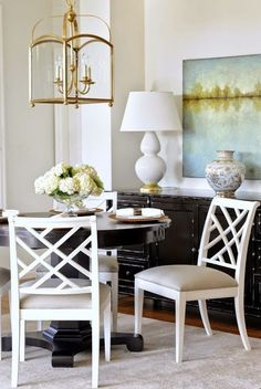 House of Turquoise: Karla Amadatsu + Tracey Ayton Photography Interior Design Blogs, House Of Turquoise, Style At Home, White Dining Room Chairs, White Chairs, Dining Rooms, Dining Area, Chippendale Chairs, Deco Champetre
