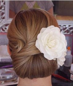 Lovely classic look for a wedding hair style! Via Smart and Chic Bridal Beauty.