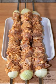 Russian skewers - cooked quickly - the Russian grill skewers straight from the grill together with the vinegar onions. Then there is mo - Bbq Grill, Grilling, Homemade Fried Rice, Chicken Tikka Masala, Breakfast Toast, Masala Recipe, Party Buffet, Love Eat, Aioli