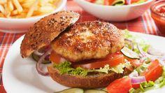 Hoogzomer, barbecue-weer. Het ligt natuurlijk het meest voor de hand om een lekker stukje vlees te eten, maar een vegetarisch alternatief behoort ook tot de mogelijkheden. Wie de lekkerste vegaburger wil eten kan het beste bij De Vegetarische Slager kopen. De lekkerste Kaasschnitzel is van Beemster.