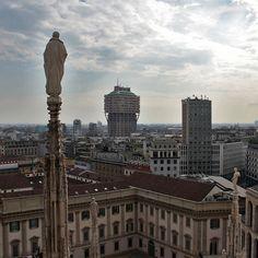 Was ist die zweitgrößte Stadt in Italien, nach Rom? Mailand Die größten Städte in Italien: Rom (2.7 Mio.), Mailand (1.3 Mio.), Neapel (1.0 Mio.) und Turin (0.9 Mio.)