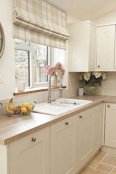 Warm cream shades in this Shaker kitchen worked together beautifully to create a truly homely space for Libbi in Wales. Kitchen Room Design, Modern Kitchen Design, Home Decor Kitchen, Interior Design Kitchen, Interior Modern, Modern Exterior, Cottage Kitchens, Home Kitchens, Tuscan Kitchens