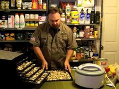 HOW TO USE FOOD  DEHYDRATOR. How to dehydrate, save and store fruits and vegetables.