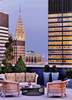 Rooftop New York Palace Hotel - A History of Luxury: HOK Renovates New York Palace Interior Design Outdoor Spaces, Outdoor Living, Vivre A New York, Palace Interior, Luxury Penthouse, York Apartment, Rooftop Terrace, Rooftop Nyc, Rooftop Decor
