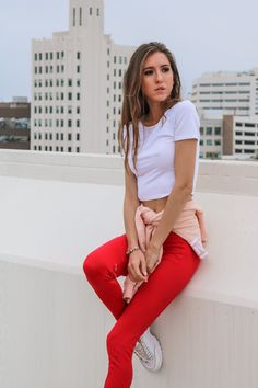 Yoga pants outfit casual pink 25 New Ideas Loungewear Outfits, Athleisure Outfits, Sporty Outfits, Mom Outfits, Sporty Style, Simple Outfits, Sporty Fashion, Red Yoga Pants, Yoga Pants Outfit