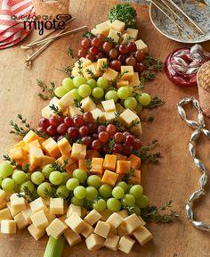 Plateau de fromage en forme de sapin de Noël - « Le P'tit » prend fièrement sa place sur tous les plateaux de fromage des Fêtes ! Réépinglé par www.raviday-fromage.com