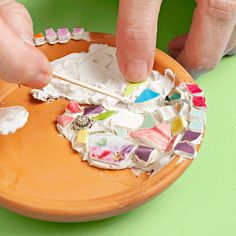 DIY Mosaic tile soap dish (gotta start somewhere) Summer Camp Crafts, Camping Crafts, Crafts To Make, Fun Crafts, Crafts For Kids, Mosaic Projects, Craft Projects, Concrete Projects, Craft Ideas