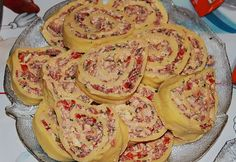 Gefüllte Käserolle Stuffed cheese roll Related posts: Banana Split Dessert with Cream Cheese Appetizer Recipes, Appetizers, Cheese Rolling, Party Buffet, Pudding Desserts, Snacks Für Party, Finger Foods, Good Food, Brunch