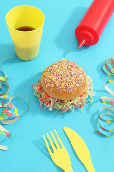 Artist Vanessa Mckeown has worked with food and everyday objects to create a series of fascinating yet unsettling images. Balloons are combined with real o Pastel Photography, Object Photography, Artistic Photography, Product Photography, Doodle Art, Delicious Burgers, Yummy Burger, Doodle Designs, Still Life Art