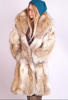 Pretty blond in vintage coyotoe furcoat ❤️😍😊 . Fur Fashion, Ootd Fashion, Winter Fashion, Fox Fur Jacket, Fox Fur Coat, Coyote Fur Coat, Fur Coats For Sale, Vintage Fur, Vintage Ideas