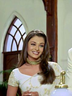 Actress Aishwarya Rai, Aishwarya Rai Bachchan, Bollywood Outfits, Bollywood Fashion, Beautiful Bollywood Actress, Beautiful Actresses, Stevie Nicks Young, Indian Aesthetic, Bollywood Posters
