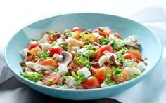 Bønnesalat med champignoner og mandler Butterbeans er dejlige at marinere, da de optager alle de gode smagsstoffer fra marinaden.