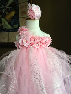 Love this dress. I am going to have to make this for the girls.