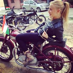 5 filles a moto a l'assaut de l'Himalaya louise d
