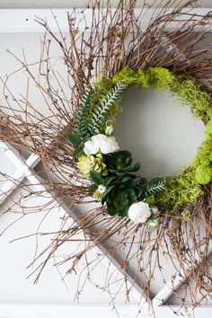 Learn how to make this faux grapevine succulent wreath for your spring home decor. This tutorial will show you how to make a wreath that will add spring decor indoors or outdoors. Diy Spring, Spring Door, Spring Home Decor, Spring Decorations, Spring Crafts, Dyi, Succulent Wreath, Diy Fall Wreath, Porch Decorating