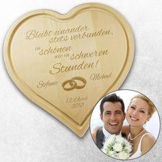 Das Herz Schneidebrett zur Hochzeit ist aus schwerem hochwertigen Holz gearbeitet und ist somit ein langlebiges tolles Geschenk. via: www.monsterzeug.de