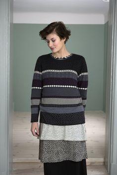 Gudrun Sjödéns Herbstkollektion 2014 - Der Pullover Ulla-Stina ist in den Farben Mitternachtsblau und Schwarz erhältlich. Mehr unter:  http://www.gudrunsjoeden.de/Pullover-Shirts--40077d.html