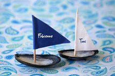 Make maritime place cards – sweet and individually! Sea Crafts, Diy And Crafts, Groom And Groomsmen Suits, Nautical Wedding Invitations, Party Buffet, Nautical Theme, Table Centerpieces, Games For Kids, Kids And Parenting