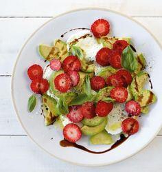Süßer Balsamico toppt den Salat mit cremigem Büffelmozzarella. Wir waren hin und weg!