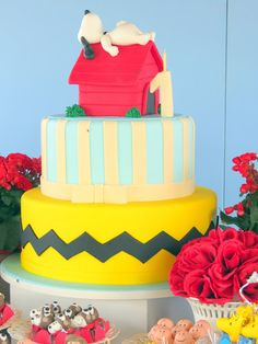 such a wonderful cake for a Snoopy lover Bolo Snoopy, Snoopy Cake, Snoopy Birthday, Snoopy Party, Bolo Fack, Peanut Cake, Charlie Brown And Snoopy, Cute Cakes, Celebration Cakes