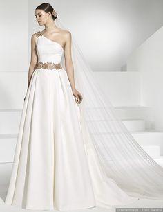 Os melhores decotes assimétricos para o teu vestido de noiva #casamentos #casamentospt #casamento #wedding #weddings #vestidodenoiva #weddingday #vestidos #weddingdress #bride #bridetobe #decotes #fashion #beauty #weddinginspo #weddingideas #inspiration #inspiração #noiva2018 #bride2018