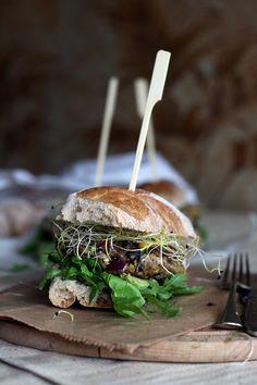 Epic Burger Project #7. Zwarte bonenburgers met maïs, olijven & feta