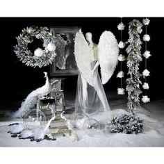#Dekoidee #Elegante #Pfauen #Spiegelelemente in Kombination mit weißen eleganten #Pfauen und passenden #Feder-Accessoires zaubern eine etwas andere, aber dennoch interessante #Weihnachtsdeko.  https://www.decowoerner.com/de/Saison-Deko-10715/Weihnachten-10784/Komplette-Dekoideen-Weihnachten-11481/Dekoidee-Elegante-Pfauen-664.325.00.html