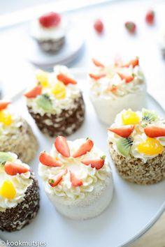 Mini cakes goat-zucchini and ricotta-spinach - Clean Eating Snacks Dutch Recipes, Sweet Recipes, Cake Recipes, Dessert Recipes, Cupcakes, Cupcake Cakes, Mini Tart, Savoury Cake, Mini Cakes