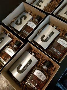 wedding proposal boxes Groomsmen proposal box from - weddingproposal Groomsmen Flask, Groomsmen Invitation, Groomsmen Gift Box, Wedding Gifts For Groomsmen, Groomsmen Proposal, Bridesmaids And Groomsmen, Gifts For Wedding Party, Groomsman Gifts, Wedding Ideas