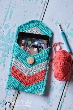 Chevron Crochet Tablet Pouch - Free Crochet Pattern - Whistle and Ivy Crochet Tablet Cover, Crochet Pouch, Crochet Gifts, Diy Crochet, Chevron Crochet, Crochet Patterns, Crochet Handbags, Crochet Purses, Coque Ipad