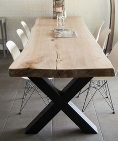Inspiratie Tafels - Houten boomstam tafel met stalen X-poten. - Inspiratie Tafels – Houten boomstam tafel met stalen X-poten. French Country House, French Country Decorating, Interior Decorating, Interior Design, Room Interior, Decorating Ideas, Cosy House, Dining Room, Dining Table