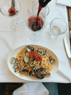 santo-zuerich-lunchgate-linguine-vongole Linguine, Bolognese, Pasta, Ethnic Recipes, Food, Al Dente, Saints, Italian Restaurants, Mussels