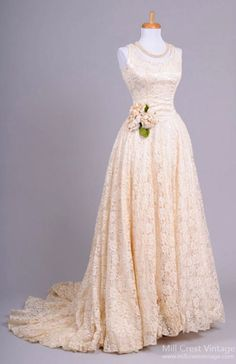 Are you a vintage bride? Do you dream of a vintage wedding, with romantic and charming details sprinkled here and there? Shop vintage bridal accessories at Vintage Lace Gowns, Antique Wedding Dresses, Vintage Bridal, Vintage Weddings, Romantic Weddings, Beautiful Gowns, Beautiful Outfits, Bridal Gowns, Wedding Gowns