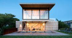 The Design Of This House In New York Was Inspired By The Historic Lifesaving Stations Nearby | CONTEMPORIST