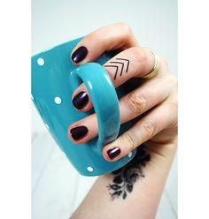 Small arrow temporary tattoo set. Arrow finger tattoo (4 pieces)