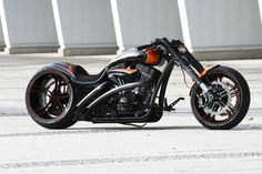 Finest custom motorcycles with handcrafted frames by Thunderbike Customs Germany.