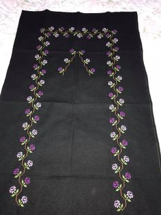 Prayer Rug, Cross Stitch Designs, Crochet Stitches, Diy And Crafts, Paisley, Projects To Try, Couture, Hand Embroidery Flowers, Cross Stitch Art