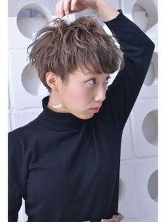 【2018年夏】[buzz-Hair make] ショート(ミルクティーベージュ)/buzz-Hair make 【バズ ヘアーメイク】のヘアスタイル|BIGLOBEヘアスタイル Short Grey Hair, Medium Short Hair, Short Hair Cuts, Medium Hair Styles, Curly Hair Styles, Cute Short Haircuts, Cute Hairstyles For Short Hair, New Haircuts, Messy Pixie Cuts