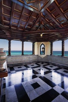 A beachfront Spanish-style mansio named Xanadú, built in 1926 by American millionaire Irénée du Pont and used as a family vacation home. The top floor was once a ballroom, designed and decorated in an Italian rococo manner with coffered ceiling and imported marble floors.