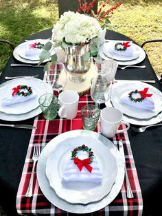 Loving the rustic table settings at this gorgeous rustic Christmas Garden party! Christmas Garden, A Christmas Story, Rustic Christmas, Christmas Holidays, Christmas Porch, Merry Christmas, Christmas Table Settings, Holiday Tables, Christmas Decorations